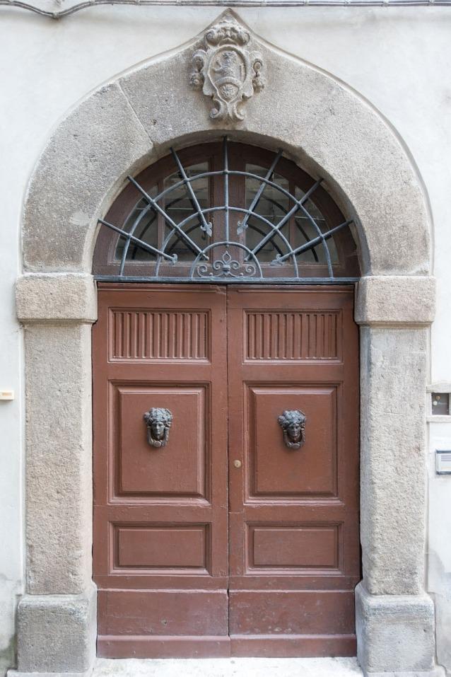 door-983804_1280(1)