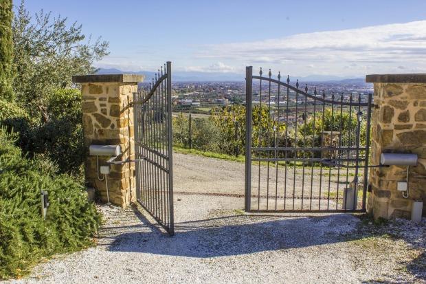 gate-2969597_1280