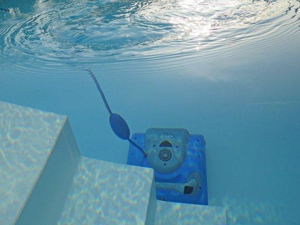 swimming-pool-2139101_1280